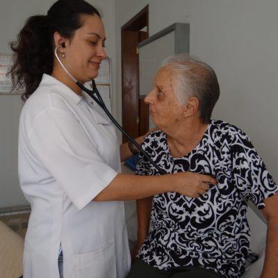 Dra. Leticia com Dora